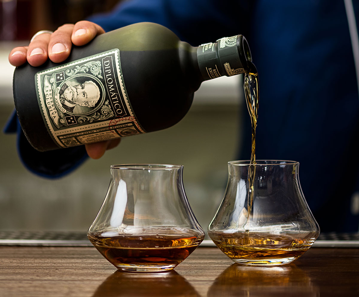 diplomatico_pouring_1200